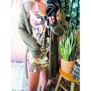 Soft retro printed mini dress 🌿